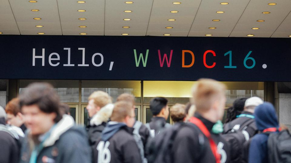 wwdc-crowd-and-exterior-8701-newsfdcrop