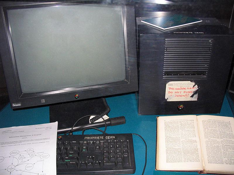 Tim Berners-Lee tarafından web sunucusu olarak kullanılan ilk bilgisayar.