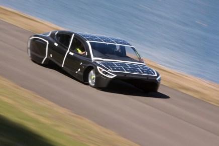 sunswift-violet-solar-electric-sedan-designboom-05 (1)