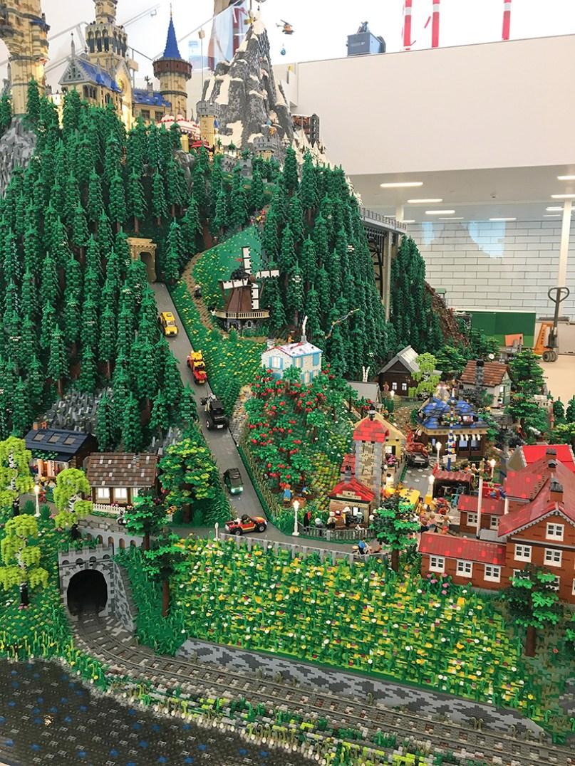 LEGO-house-bjarke-ingels-group-big-museum-billund-denmark-designboom-07