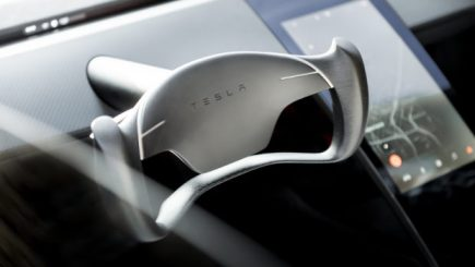 Tesla-Roadster_Steering_Wheel-620x350