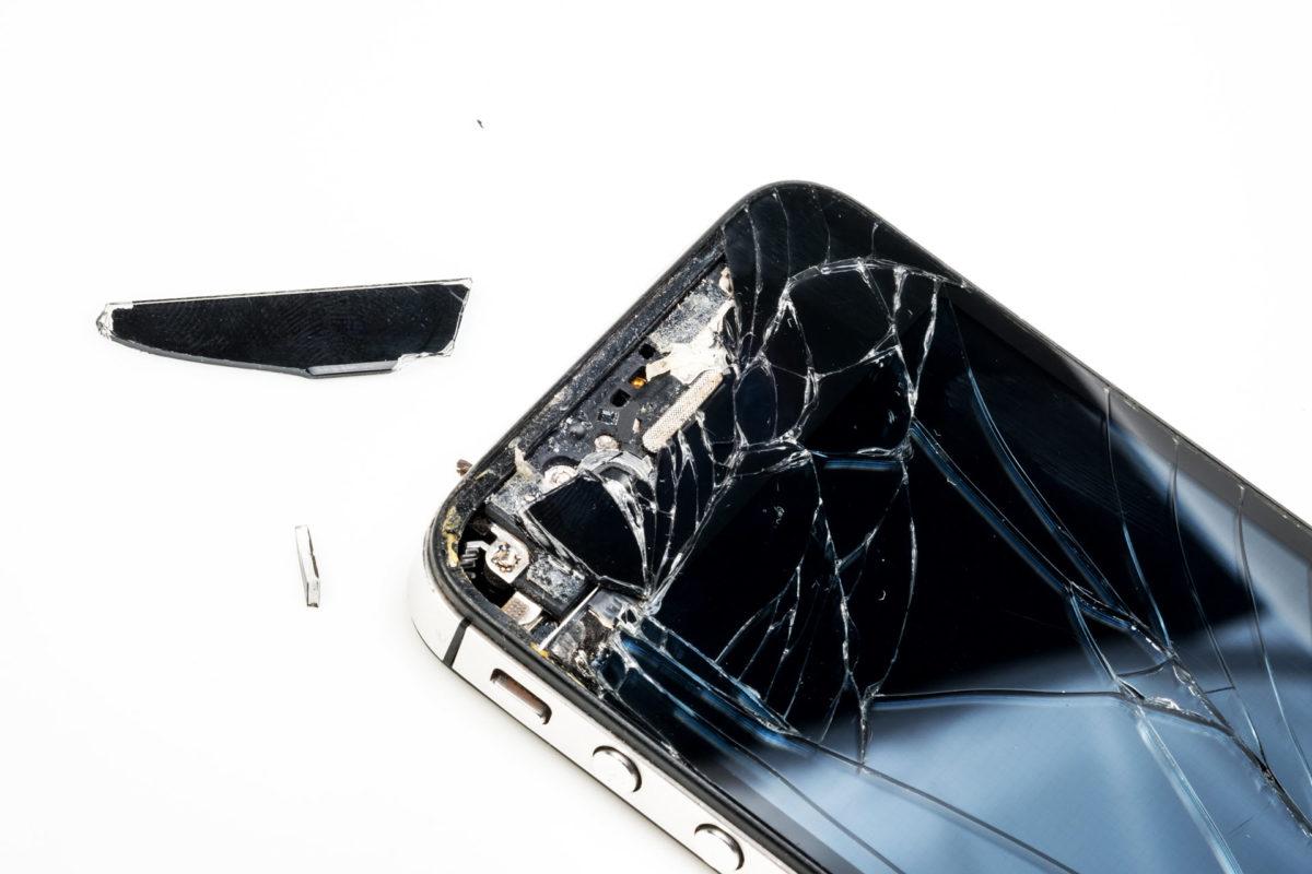 делал, как с разбитого телефона достать фото какое-то