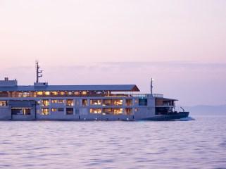 guntu-hotel-floating-seto-inland-sea-japan-designboom-09