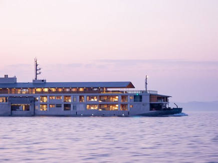 guntu-hotel-floating-seto-inland-sea-japan-designboom-09