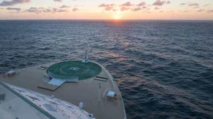 http_cdn.cnn.comcnnnextdamassets180411105942-symphony-of-the-seas---view