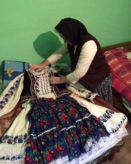 dior-copy-traditional-romanian-design-clothes-22-2