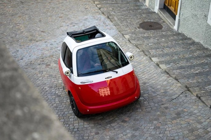microlino-electric-car-street-le