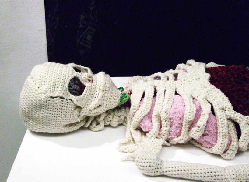 crochet-artist-creates-life-sized-anatomically-correct-skeleton-designboom-818