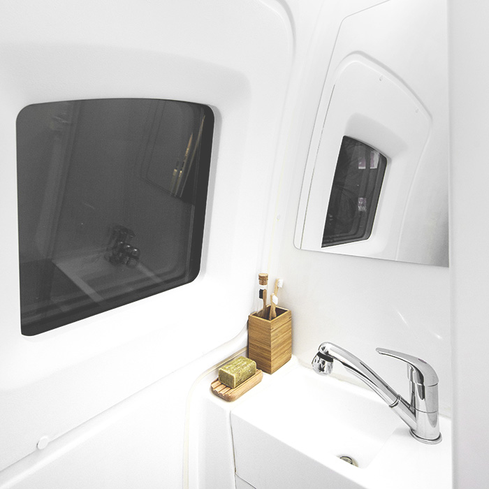 ecocapsule_bathroom_sink