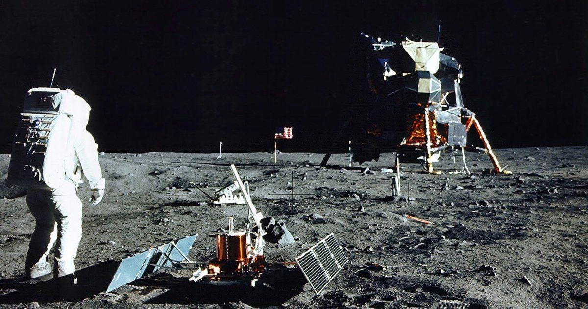 Ay görevinden dönen astronotların gümrük belgesi