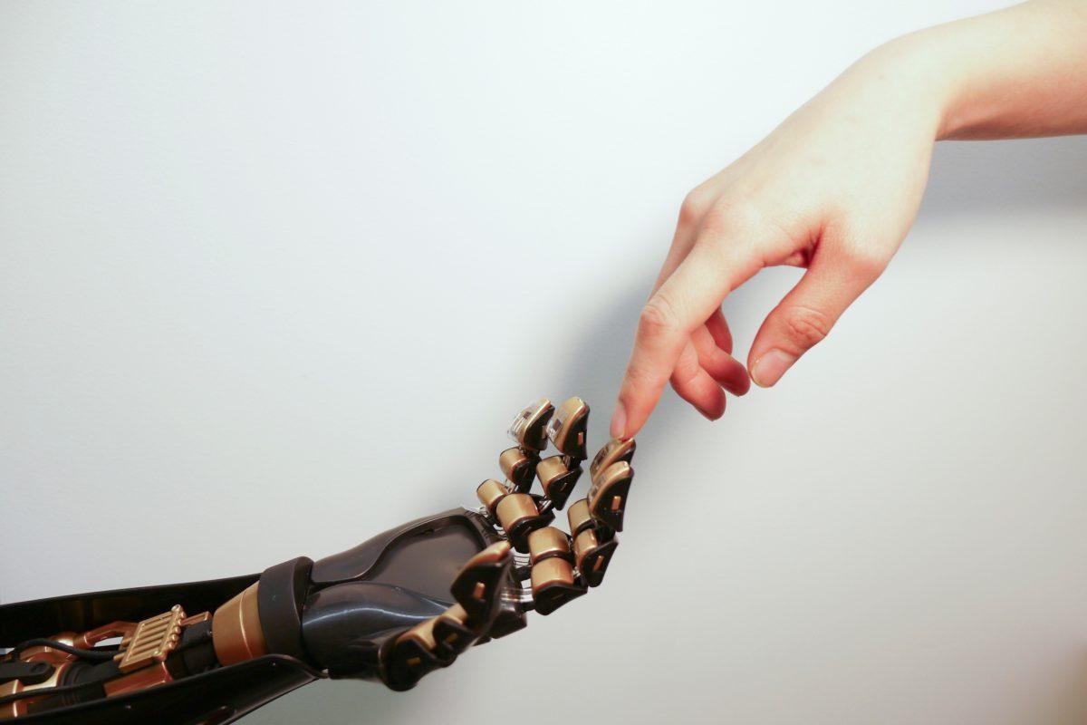 İnsan sinirlerinden bin kat daha hızlı algılayabilen yapay deri üretildi