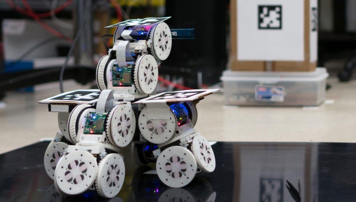 Birleşerek tek bir robota dönüşebilen modüler robotlar