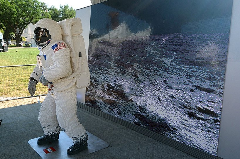 lego-buzz-aldrin-spacesuit-apollo-50-festival-designboom-4