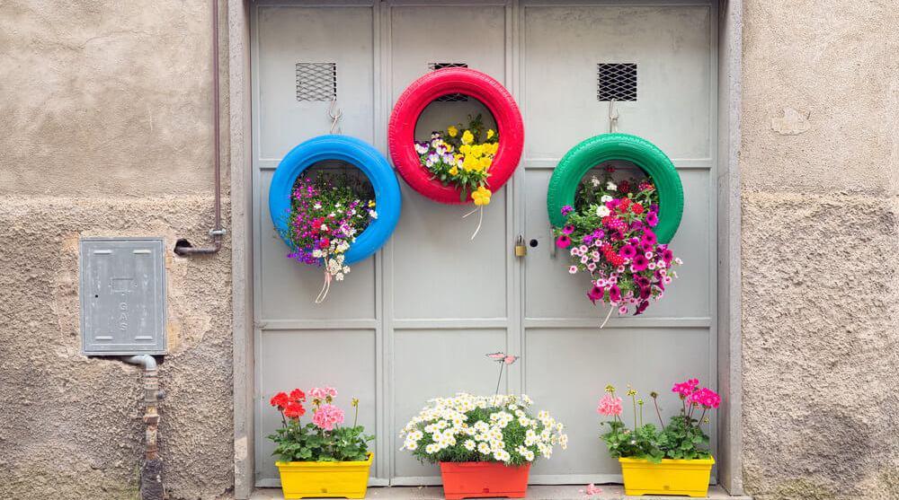 DIY-Hanging-Tire-Planters