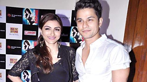 Soha Ali Khan, Kunal Khemu get engaged