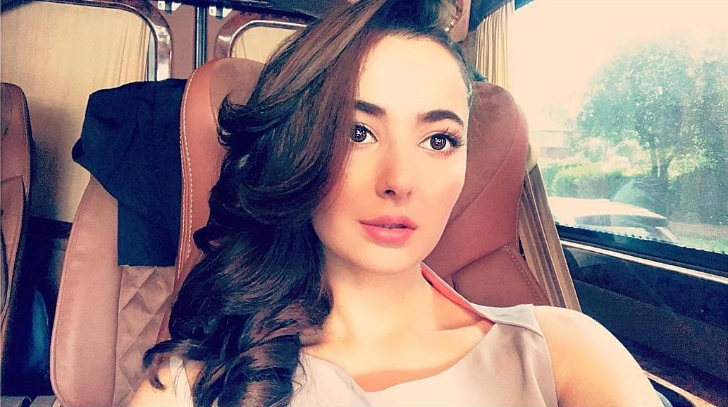 طیارہ میں پیش آنے والے واقعہ پر معافی کی طلبگار ہوں، ہانیہ عامر