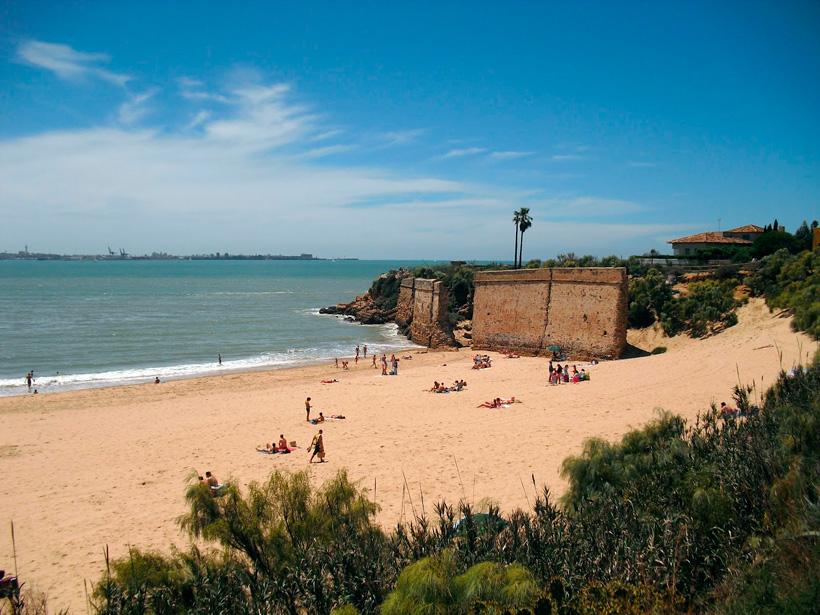 Playa de la Muralla: a refugio del viento de Levante