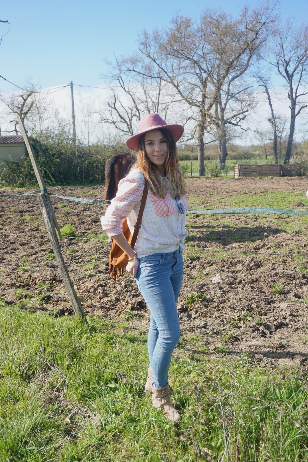LOOK WESTERN GIRLY COW GIRL CHAPEAU ROSE BLOG MODE BORDEAUX FRANCE CORSE FASHION CENTRE EQUESTRE 17