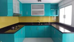 Dapur 5 warna: teal, kuning, hitam, putih & silver.