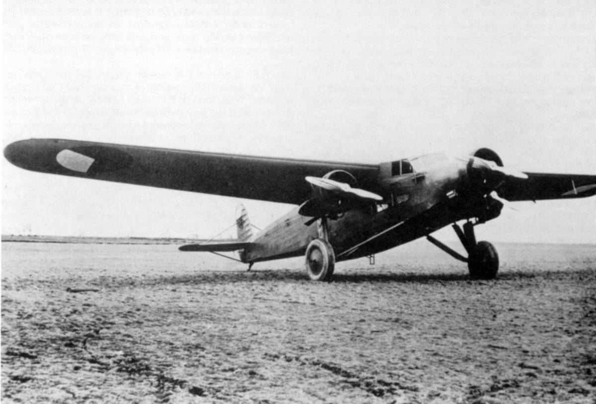 A F.39 in the colors of the Czechoslovak Air Force. Looks like a Ford Tri-motor this... (photo from: http://www.dutch-aviation.nl)
