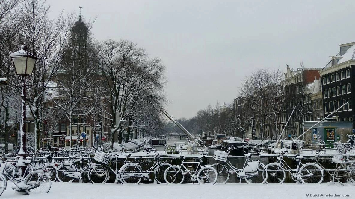 Snow on Singel canal in Amsterdam