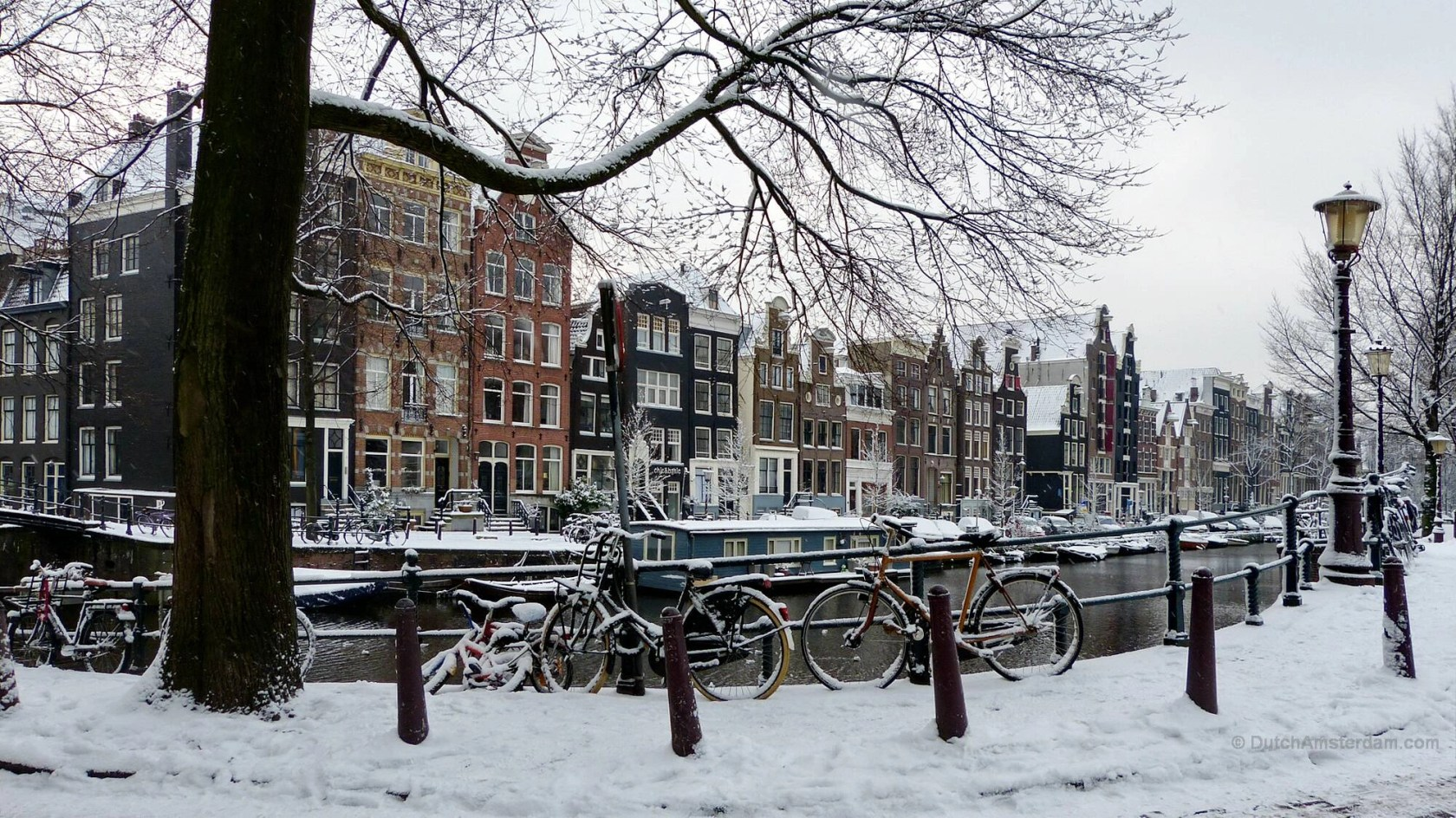Herengracht in Amsterdam, in the snow