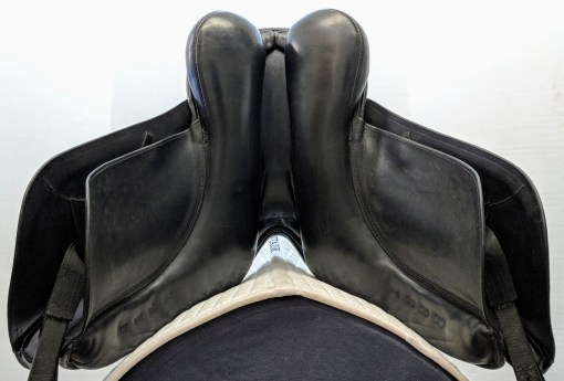 Hennig classic dressage saddle gullet