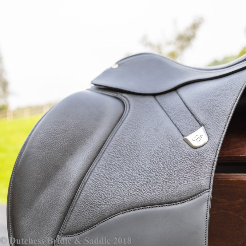 Bates Dressage+ Saddle flap with recessed stirrup channel
