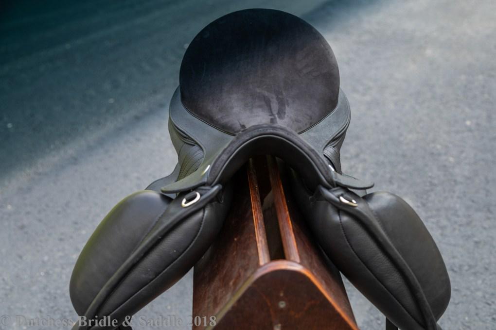 Veritas Novus dressage saddle front panel
