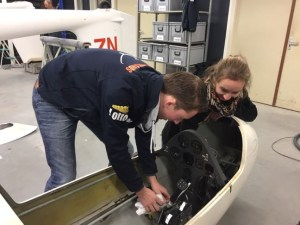 Onderhoud aan de AU cockpit