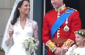 William & Kate<br />Origineel: By The_royal_family_on_the_balcony.jpg: Magnus D derivative work: Blofeld Dr. (talk / cont) (The_royal_family_on_the_balcony.jpg) [CC-BY-2.0 , via Wikimedia Commons, duurste bruiloften ter wereld