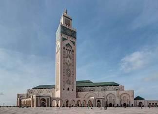 Hoogste religieus gebouw is de Hassan II moskee in Casablanca