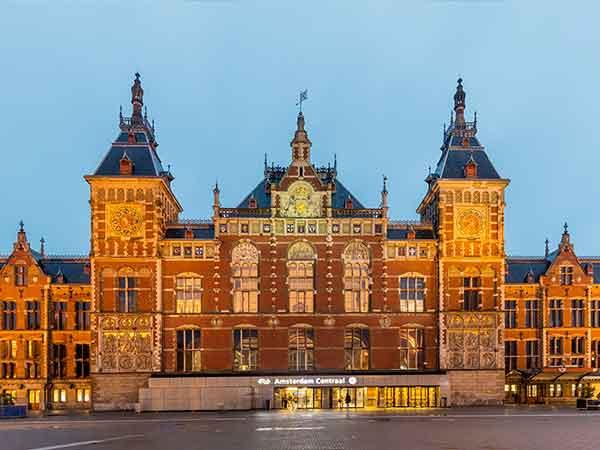 Drukst bezochte treinstation van Nederland is Amsterdam CS