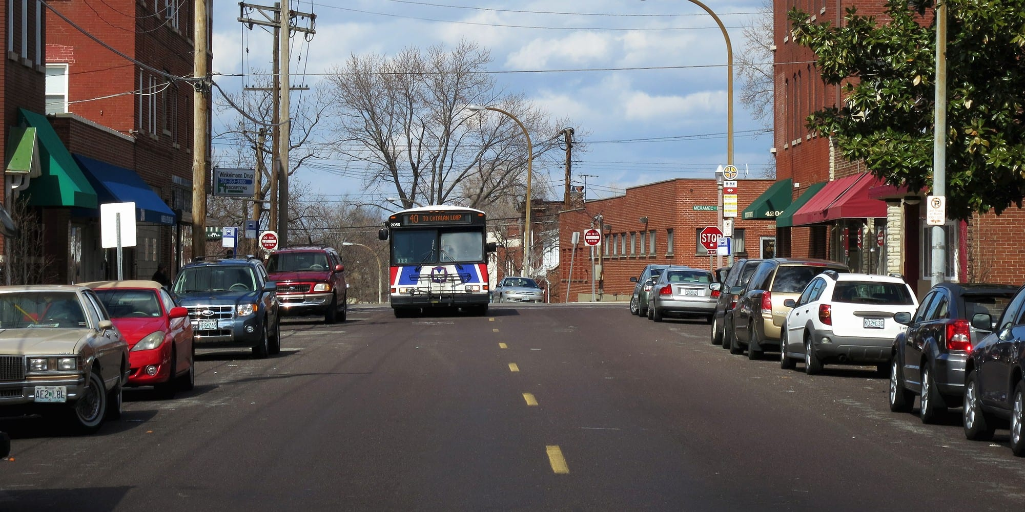 The 43 MetroBus heading south on Virginia. Photo by Paul Sableman.