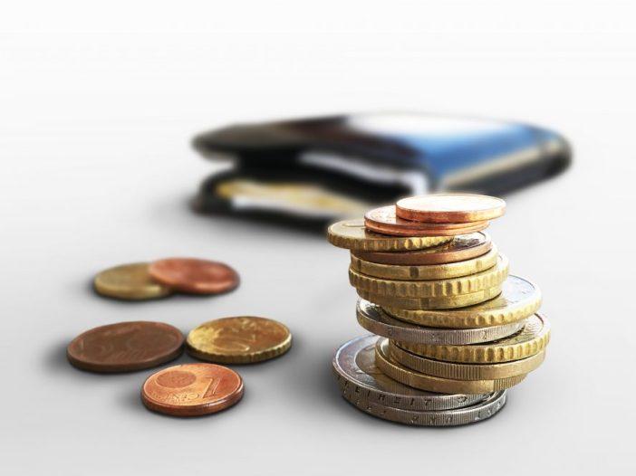 Nieuw type duurzaamheidslening in Arnhem - afbeelding met munten en een portemonnaie