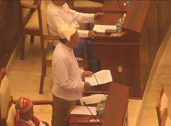 MP Aung Hsan, speaking in parliament shortly before he collapsed on Thursday. (DVB)