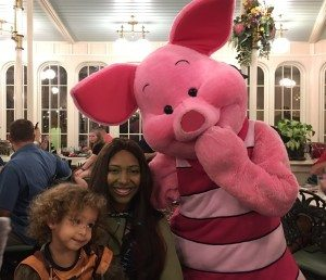 piglet-and-family-dining