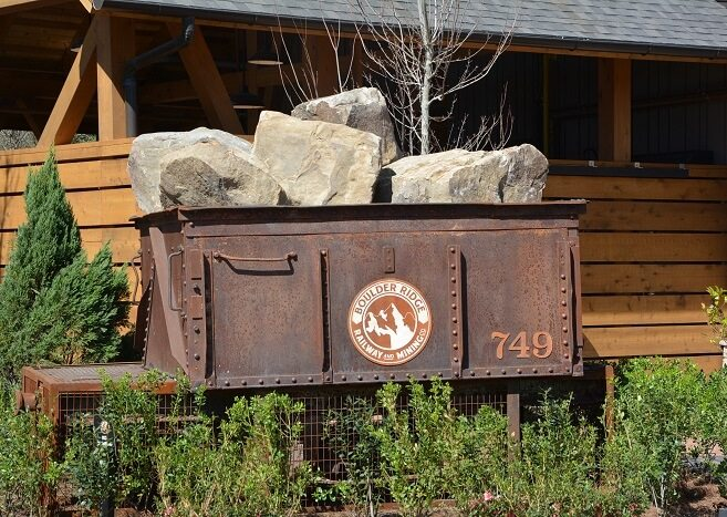 Boulder Ridge theming