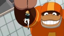 Apesar do enorme sorriso no rosto, este gigante jogador de futebol gorila não tem nada a ver com o limite Gwen Stacy pendente da mão dele. (Ele é um flutuador da parada do dia de Ação de Graças e ela estava amarrado por Venom).