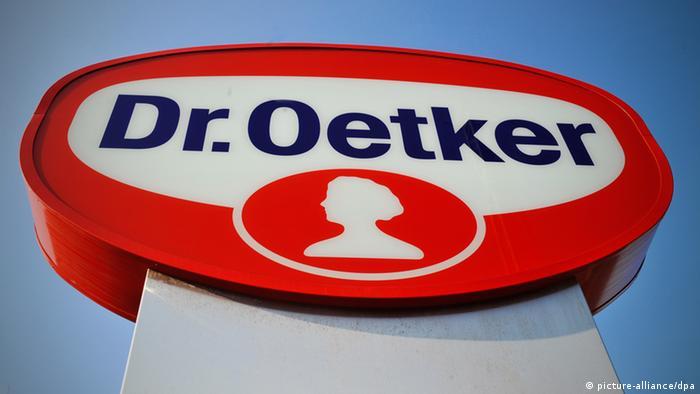 Logo Schild Dr. Oetker Konzern Bielefeld Deutschland