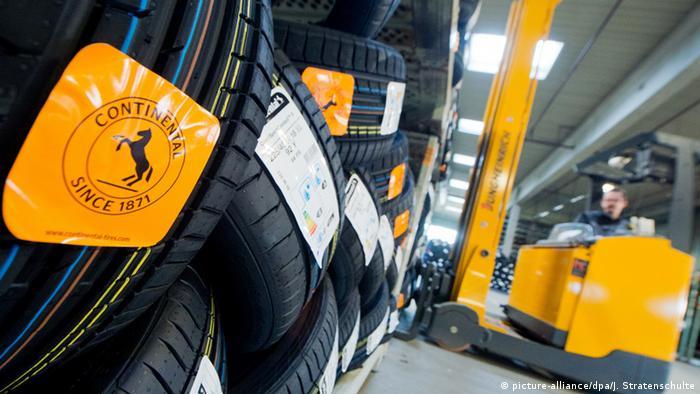 Hannover Continental Reifen gestapelt