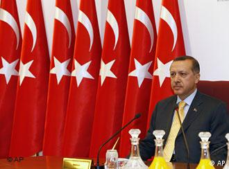 Türkei Militärrat tagt in Ankara Ministerpräsident Recep Tayyip Erdogan