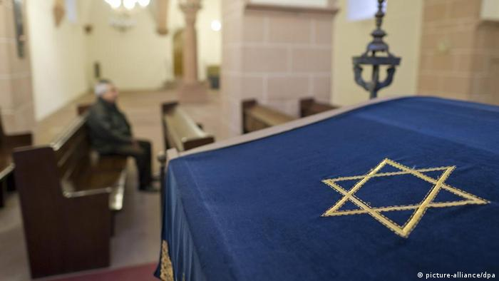 Symbolic picture anti-Semitism Synagogue NEUTRAL (picture-alliance / dpa)