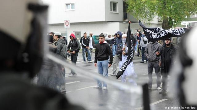 Bonn Pro NRW Salafisten Ausschreitungen (picture-alliance / dpa)