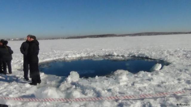 Meteoriteneinschlag am See Tchebarkul in Russland