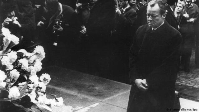 70 Jahre Aufstand im Warschauer Ghetto Kniefall Willy Brandt (picture-alliance / dpa)