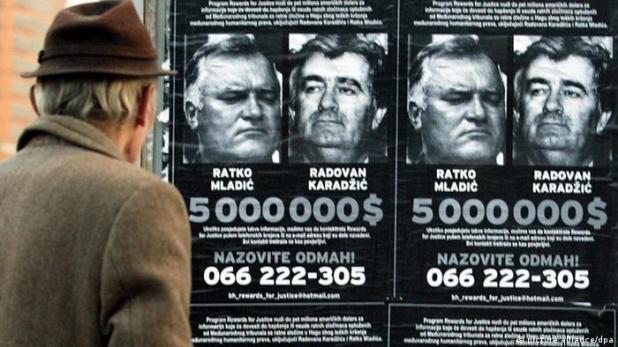 Ratko Mladic und Radovan Karadzic Fahndungsplakat 2002 (picture alliance/dpa)