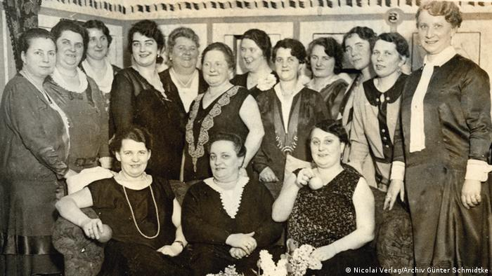 Group photo with Clara Habermann (2nd from right), late 1920s