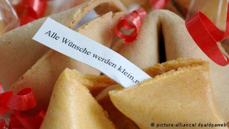 A fortune cookie (picture-alliance / dpa / dpaweb)