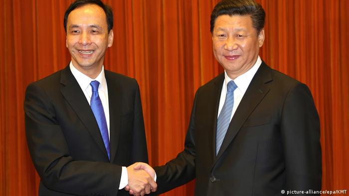 Xi Jinping Eric Chu (picture-alliance/epa/KMT)